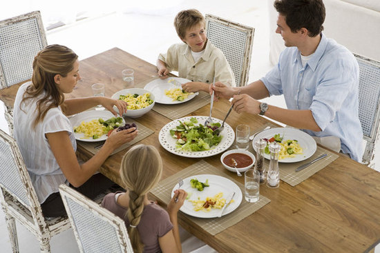 649ae54f056294cc_Family_Dinner_Thinkstock.preview