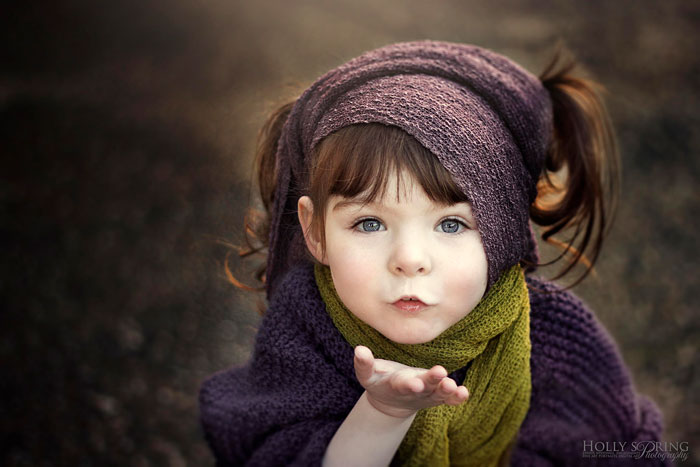 Mother Takes Inspiring Photos of Her Beautiful One-Handed Daughter