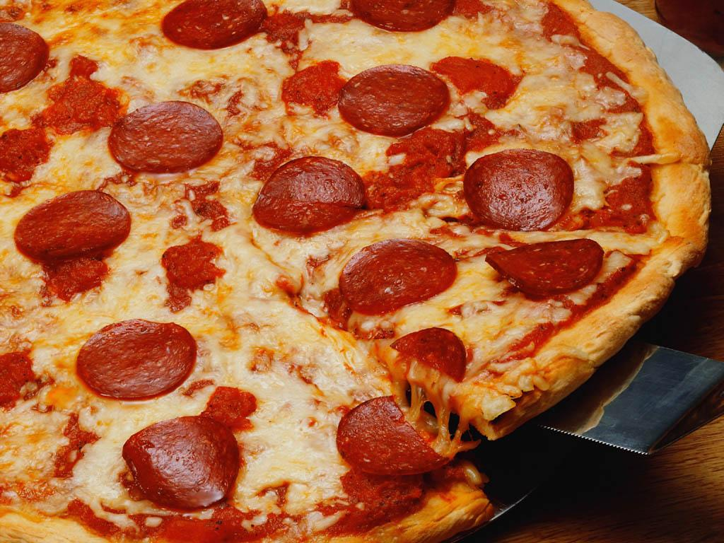 Ingenius 911 Call: Woman 'orders pizza' to report domestic abuse