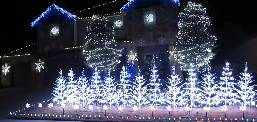 """Let it Go"" – Christmas Light Show"