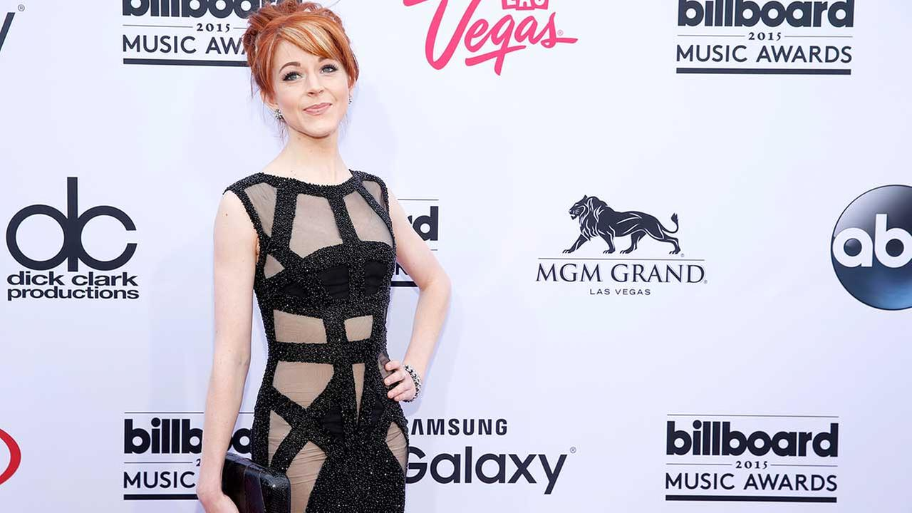 Lindsey Stirling Jokingly Displays New Dress for Teen Choice Awards