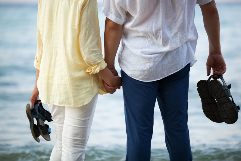 Do You Frequently Hold Hands With Your Honey? This Simple Act Is More Important Than You May Think!