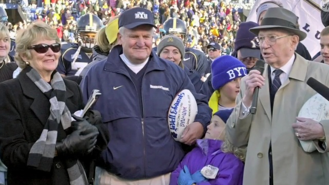 LaVell Edwards, Hall of Fame football coach, dies at age 86
